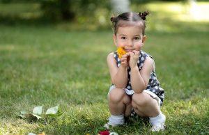 Dieťa a tráva