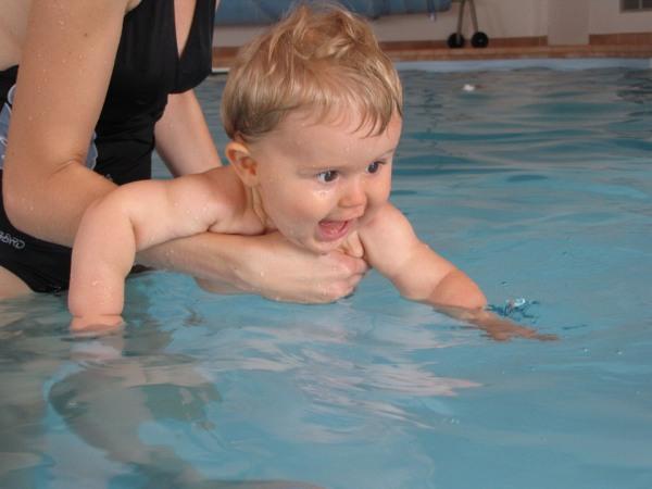 Reflexy, plávanie mnalých detí