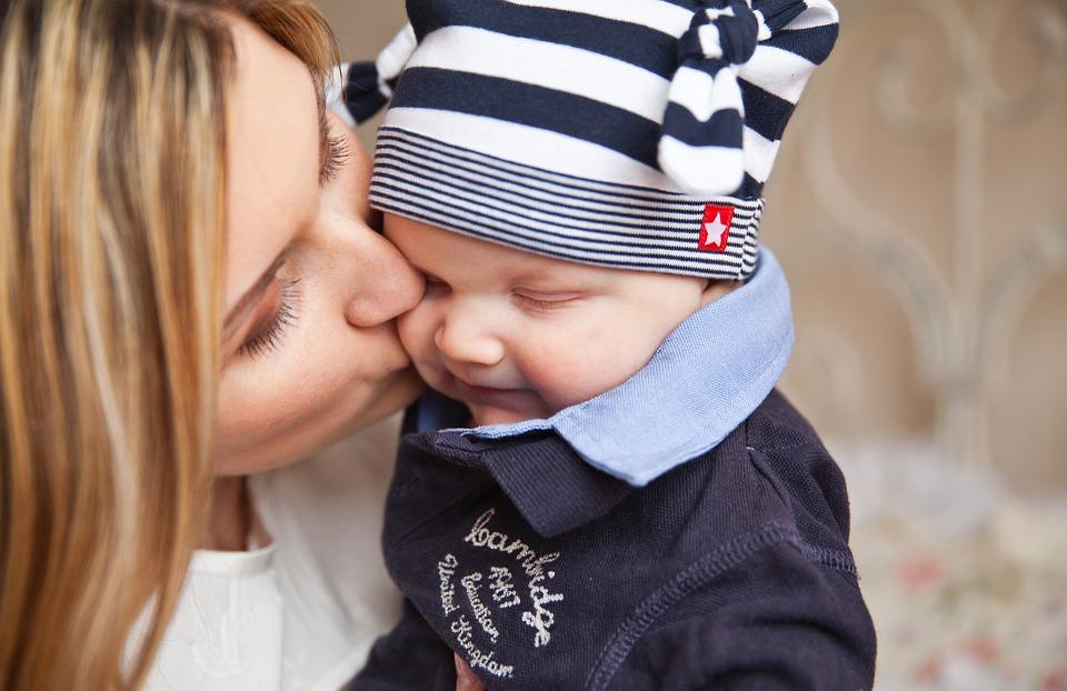 Dieťatko a bozk