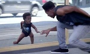 Evian reklama s deťmi